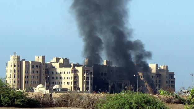 aden, attacco, governo, HOTEL, vittime, Yemen, Sicilia, Mondo