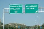 Pullman sbanda in autostrada nel Trapanese, paura per i passeggeri