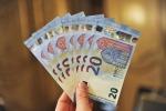 Ecco la nuova banconota da 20 euro: è dotata di finestra anti-falsari
