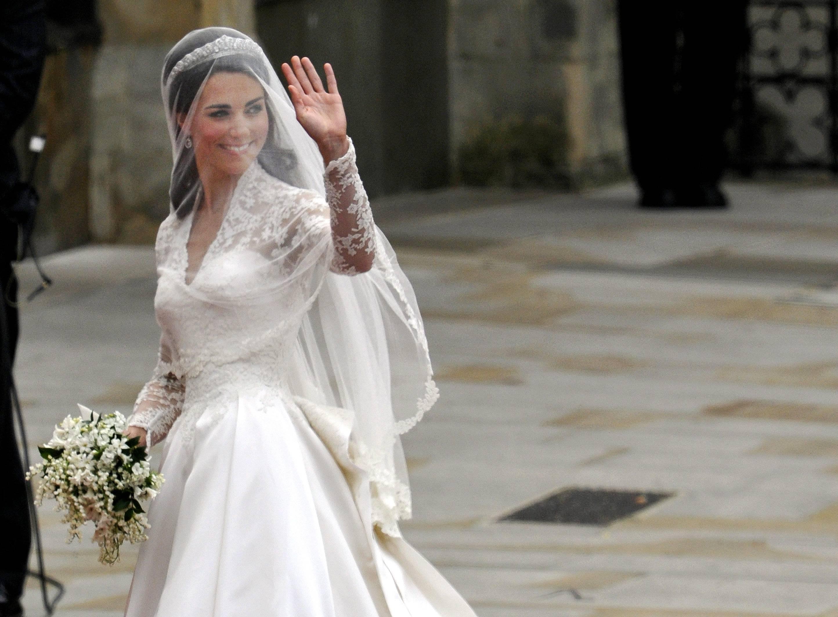 Abiti Da Sposa Costosi.Abiti Da Sposa Mostra A Palermo Sugli Stili Degli Ultimi 50 Anni