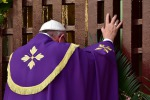 Papa Francesco apre la Porta Santa in Africa: tutte le foto