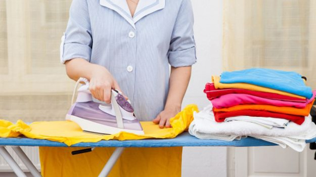 donne, faccende domestiche, Sicilia, Società