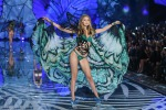 Angeli in passerella: tutte le foto del Victoria's Secret Fashion Show