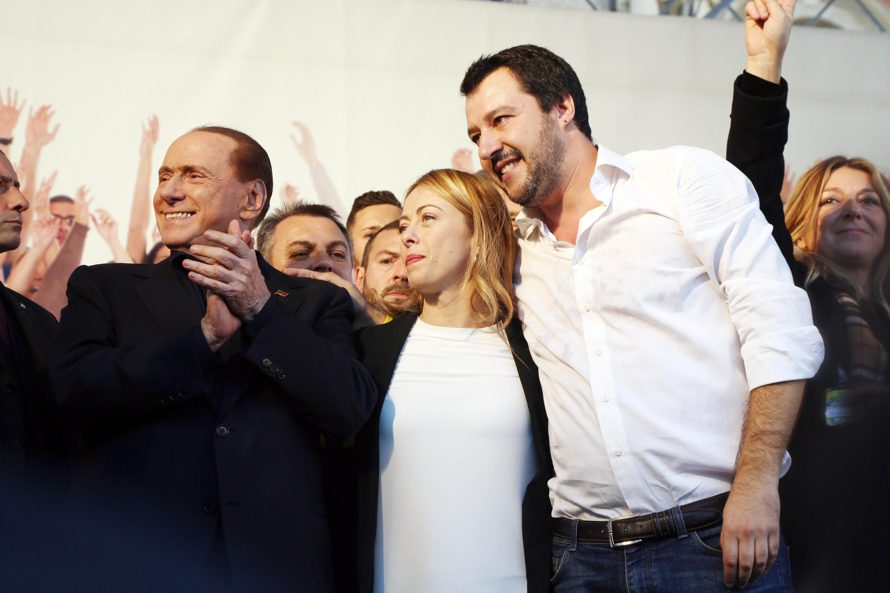 Salvini, Berlusconi e Meloni, cena a tre a Catania