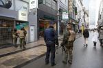 Le forze di sicurezza sparse per tutta la città