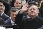 Turchia, maggioranza assoluta a Erdogan ed entrano anche i Curdi: ma scontri con la polizia