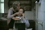 """In Italia crescono i """"mammoni"""", il 66,4% dei giovani vive a casa con i genitori"""