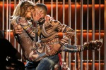 Show afro per J.Lo, è lei la star degli American Music Awards