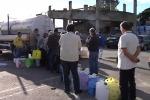 Messina a secco verso lo stato di calamità, cittadini in coda con i bidoni - Video