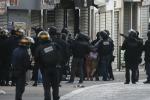 Blitz a Saint Denis per scovare i terroristi, trovato un altro corpo: tre morti