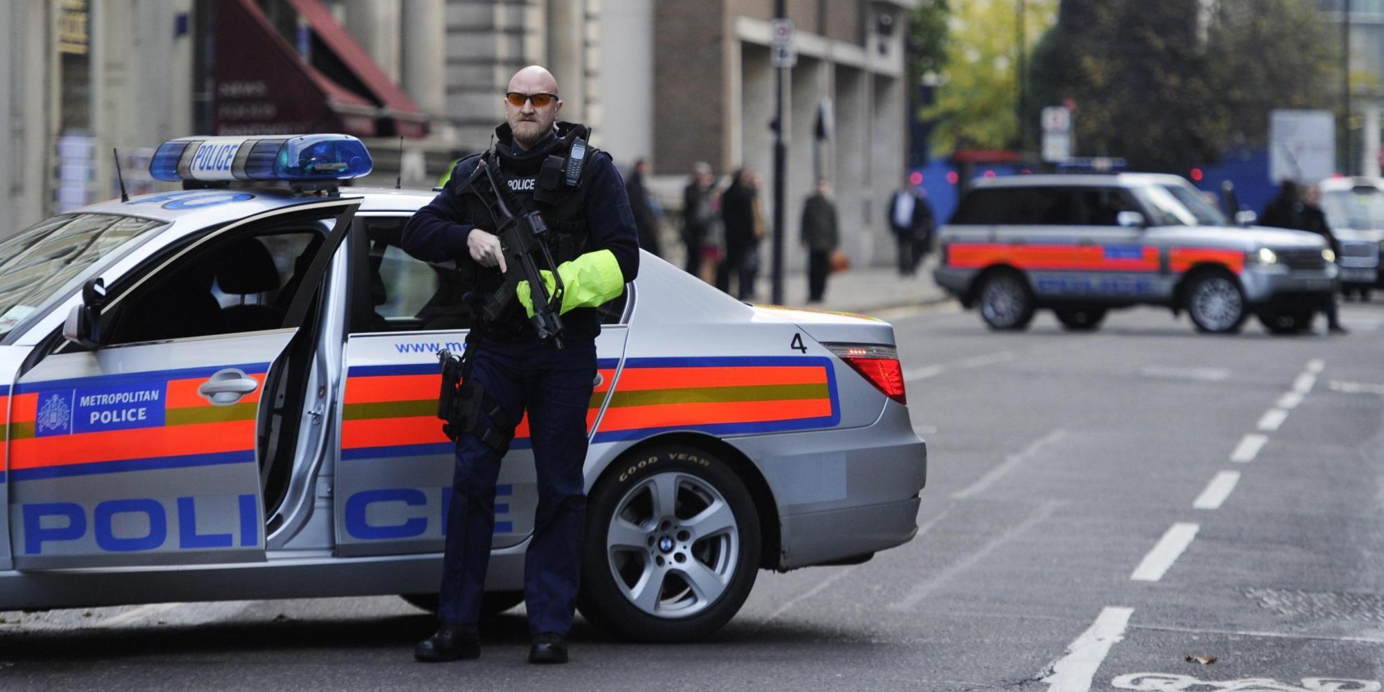 Londra, auto travolge passanti davanti a un museo: diversi i feriti