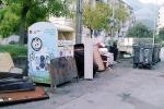Palermo, quando la campana del vetro viene «inghiottita» dagli altri rifiuti