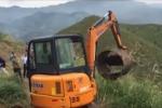 Demolizioni a Licata, le ruspe vanno avanti