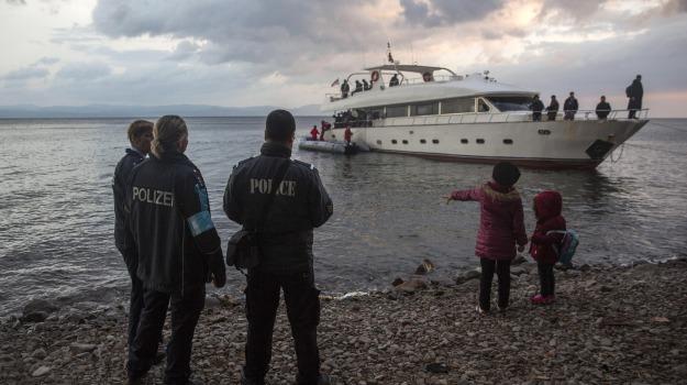 bambina, costa, migranti, naufragio, Turchia, Sicilia, Mondo