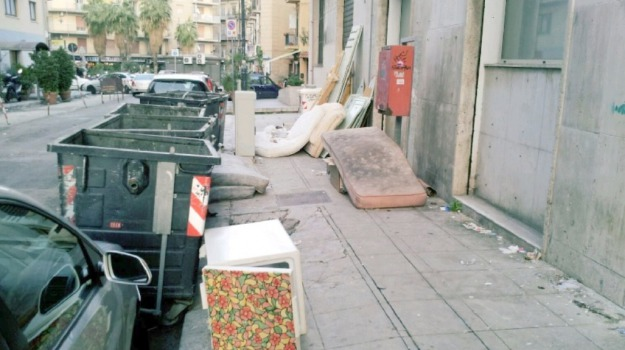 cassonetti, rifiuti, Messina, Voci dalla città