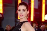 In attesa di un bebè, Anne Hathaway non nasconde più il pancione - Foto