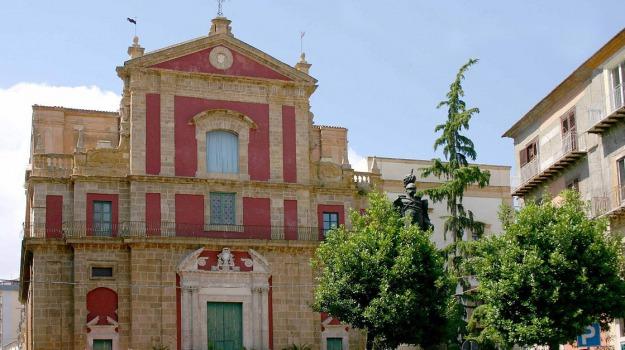 Chiesa, facciata, Caltanissetta, Cronaca