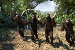 Come scimpanzè nel nuovo video, i Coldplay ospiti della finale di X Factor