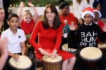 "Riecco Kate Middleton: la duchessa suona e canta ""We will rock you"" insieme ai bambini - Video"