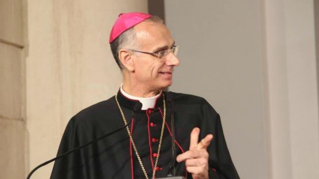 acireale, luci rosse, vescovo, Catania, Cronaca