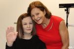 """Primo giorno di lavoro per Nadine: è il robot più """"umano"""" al mondo"""