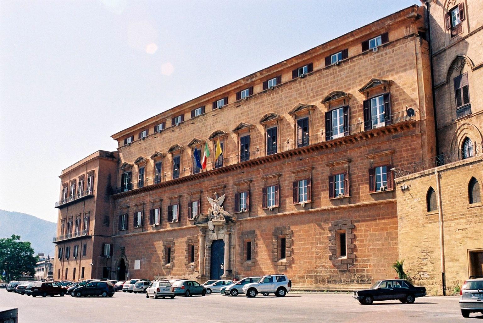 Risultati immagini per immagine dell'aula parlamentare regione siciliana