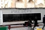 Presepe allestito in un container: polemiche a Gela