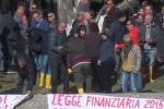 Operai senza stipendio, protesta al consorzio di bonifica di Enna