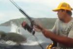 Squalo azzanna un tonno appena pescato: paura a Porto Rico - Video