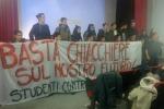 """Sit-in di studenti contro il nuovo Isee: """"Basta chiacchiere sul nostro futuro"""" - Video"""