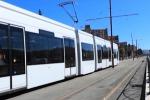 Auto contro il tram: traffico in tilt in via Leonardo Da Vinci