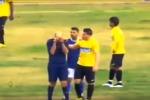 Tunisia, i tifosi insultano l'arbitro e lui... scoppia in lacrime - Video