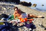 """Bagno al mare di Crocetta: """"Risposta a chi parla male della Sicilia"""" - Foto del governatore"""