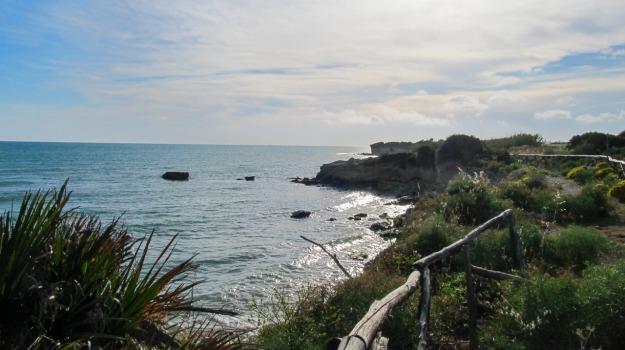 Marina di Ragusa, violenza sessuale, Ragusa, Cronaca