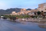 Palermo, i rifiuti bruciati nel quartiere-discarica allo Zen: attesa per la bonifica