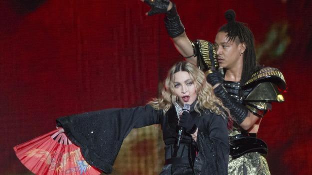 attentati parigi, concerto, marsigliese, Madonna, Sicilia, Mondo