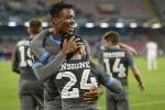 Napoli a valanga, girone da record Vince anche la Fiorentina, pari Lazio
