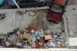 Sacchetti e carcasse di animali: ecco le piccole discariche sui marciapiedi di Palermo