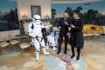 """""""Star Wars"""" verso il record di incassi...la mania contagia Obama e Michelle"""