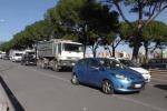 Scontro in viale Regione Siciliana, un'auto si ribalta: traffico in tilt