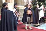 Atmosfera natalizia a Palazzo delle Aquile con gli zampognari