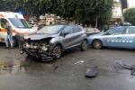 Palermo, scontro tra auto della polizia e utilitaria - Foto e video