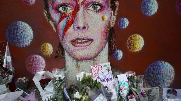 banconote, David Bowie, londra, petizione, Sicilia, Mondo