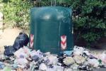 """Palermo, le campane sommerse dai rifiuti nella zona dello stadio: """"Così da tre mesi"""""""