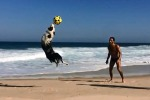 Ecco Scotch, il cane che fa prodezze come un vero calciatore