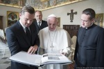Leonardo DiCaprio incontra Papa Francesco: le foto