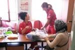 Enna, la Croce Rossa distribuisce vestiti ai più bisognosi