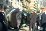 Rocambolesco scontro tra due auto a Palermo: le immagini da via Libertà - Video
