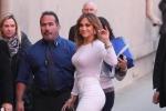 Tacchi vertiginosi e curve in vista: Jennifer Lopez, 46 anni e non sentirli - Foto