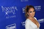 Jennifer Lopez e quella scollatura un po'... osè: le foto
